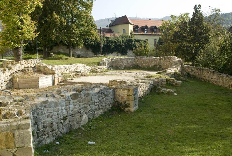 Római katolikus templom és romkert környékének rendezése